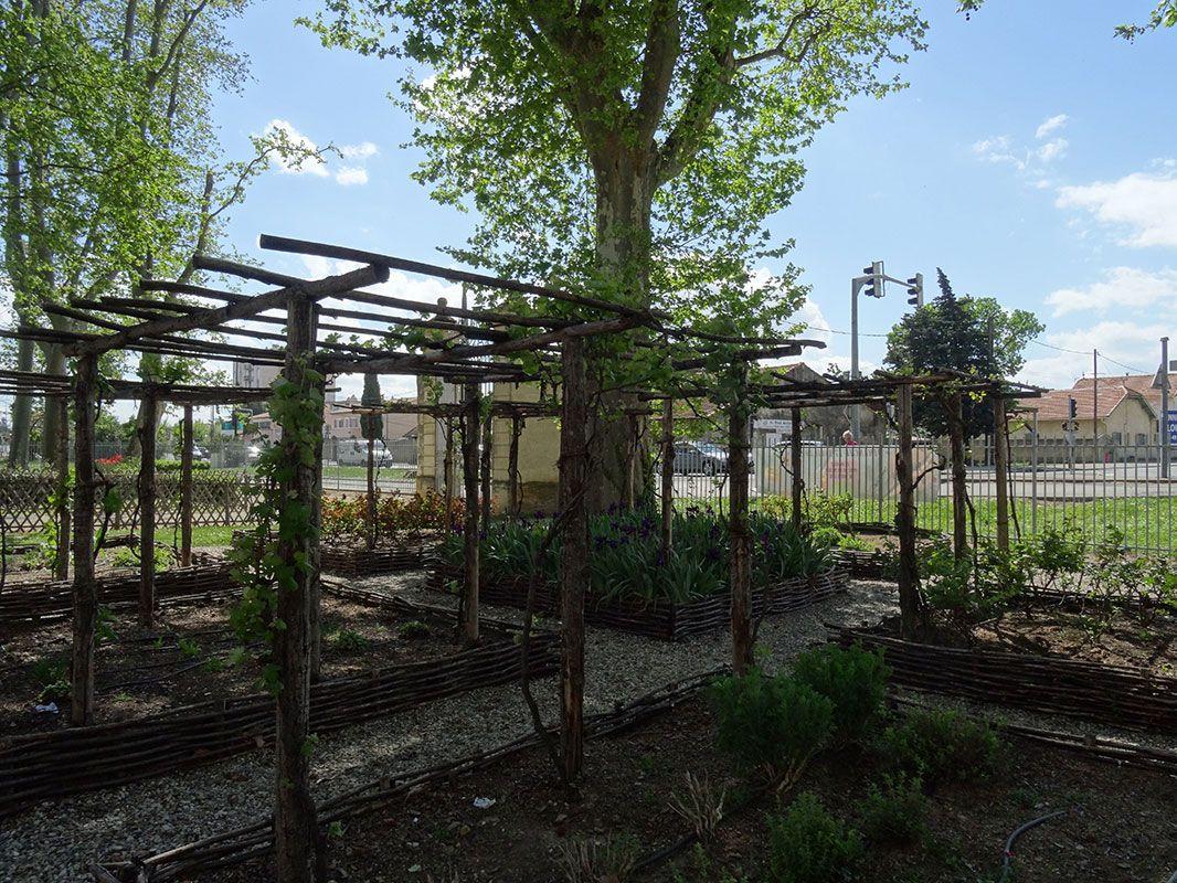 Jardin m di val ch teau de fargues le pontet pec for Jardin 05